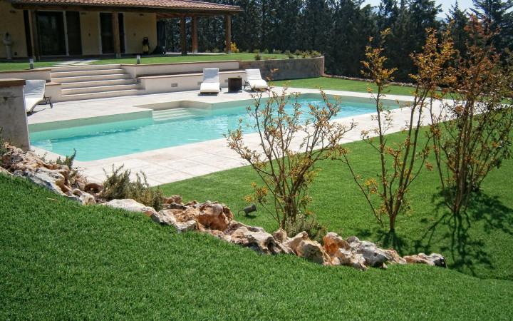 Da che strati composto un giardino in erba sintetica - Quando seminare erba giardino ...