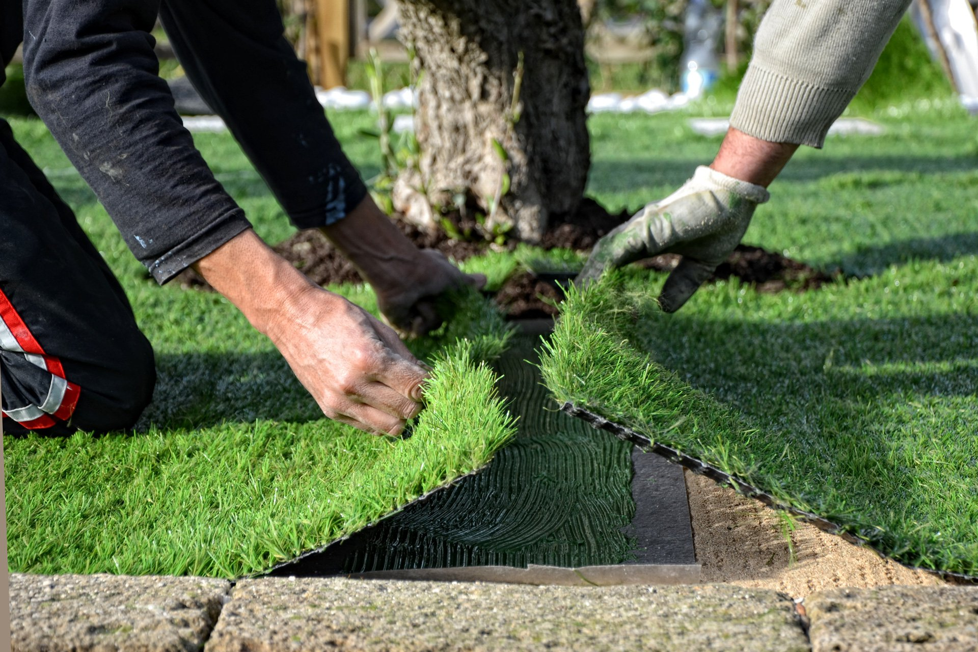 ricoperto tutta la superficie desiderata con l\u0027erba artificiale,  distribuite la sabbia (consigliata per le tipologie di prato da giardino  che presentano