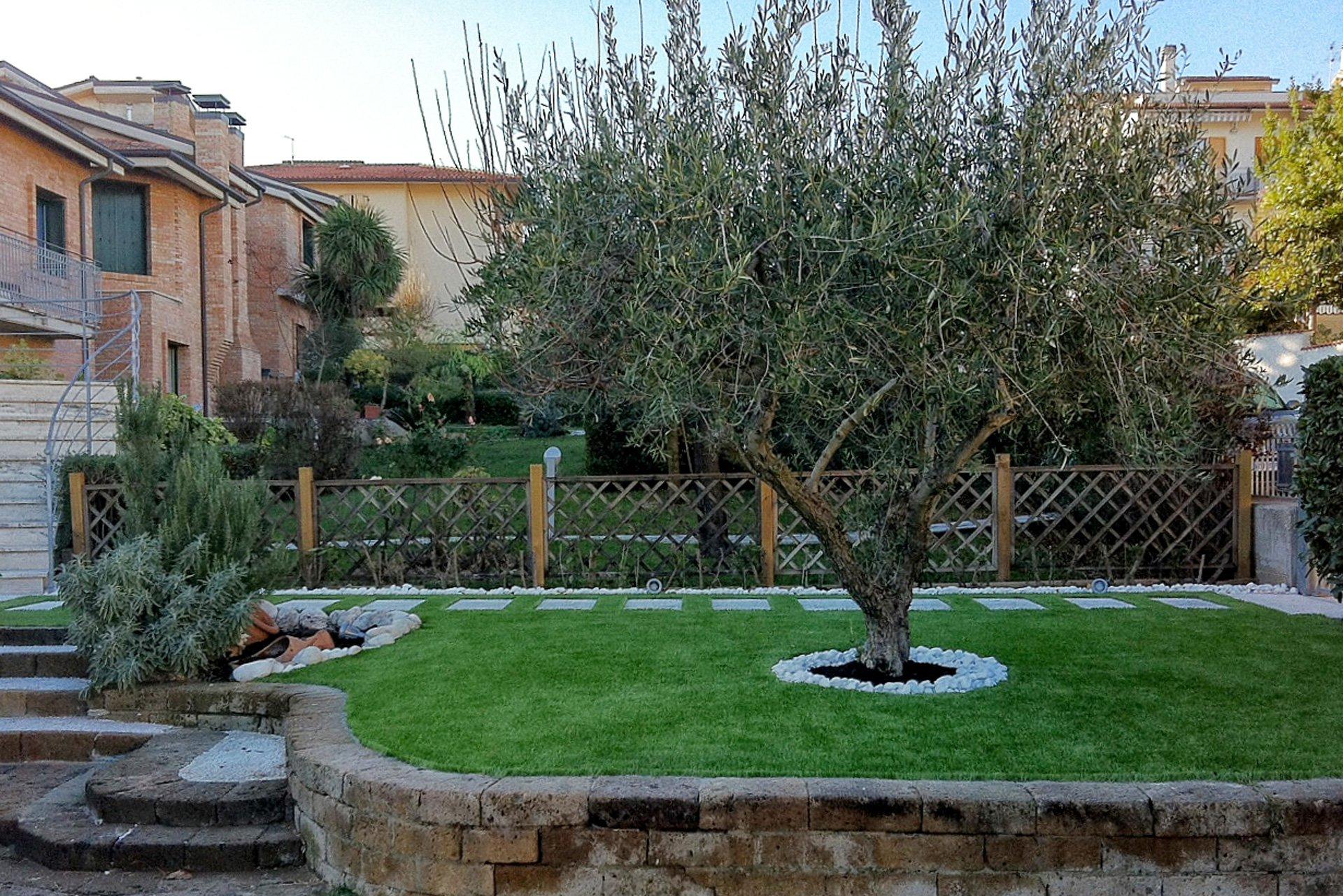 Come si posa l 39 erba sintetica da giardino - Erba artificiale per giardini ...