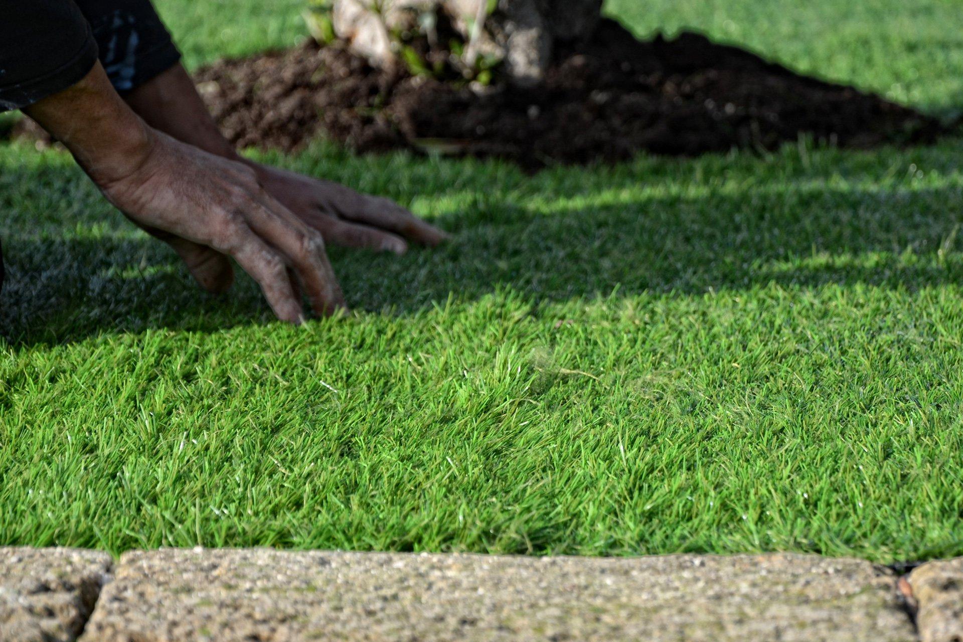 Come si posa l 39 erba sintetica da giardino - Erba nana per giardino ...